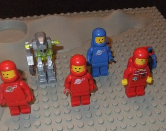 Lego Spacemen and moon base lot