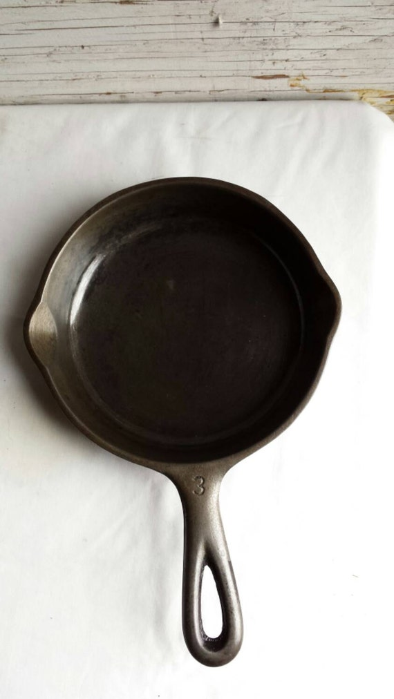 Vintage Wagner Ware 1053B Sydney O.  Cast Iron #3 Skillet from the 1920s. Professionally Cleaned. No Cracks. Lightly Oiled to Stop Rusting.
