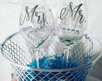 Mr. and Mrs. Wine Glass Set
