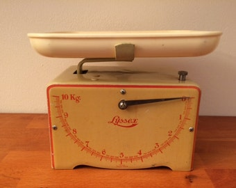 Vintage Lyssex kitchen scale / 1930s / Swiss / art deco / yellow/red