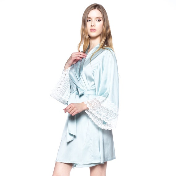 Bridal Robe To Get Ready In: Bridesmaid Robes For Getting Ready / Bridal Kimono Robes