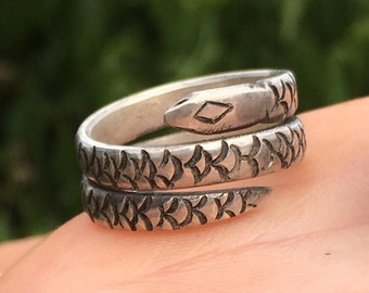 Hand punched snake ring s/silver