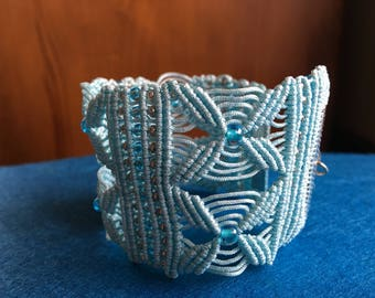Light blue macrame bracelet