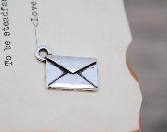 20 antique silver envelope charms mail charm pendant pendants  (L01)