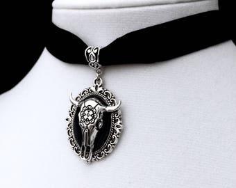 Cow Skull Choker, Longhorn Steer Skull, Black Velvet Choker, Gothic Jewelry, Witchy Jewelry, Bull Skull Pendant, Skull Choker, Bone Choker