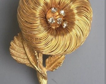 Unique Vintage Wire Flower Brooch .