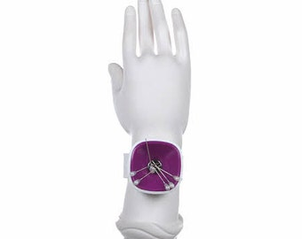 Wrist Pinny Pin Dispenser from Tacony, Magnetic Pin Holder for your wrist!