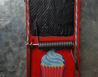 Red chalkboard clip magnet blue cupcake