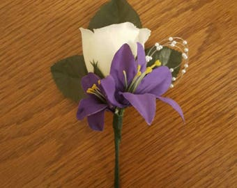 Purple Boutonniere, Purple Wedding Flowers, Groomsman Boutonniere, Purple Wedding, Spring Wedding, Summer Wedding, White Rose Boutonniere