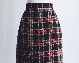 Black Red Plaid wool skirt.