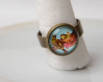 Ring cabochon birds. Antique bronze. Adjustable.