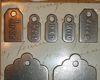 We are family - MOM, dad and all the rest...  Set with 7 metal tags/Anhängerchen in antiqued silver
