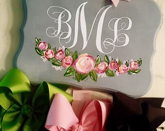 Customized floral bow hanger