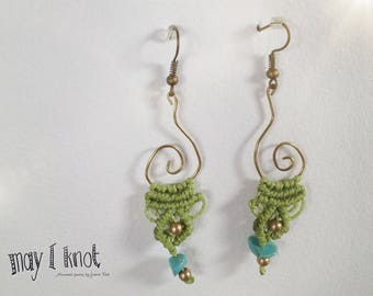 Macramé earrings green turquoise with gold spiral