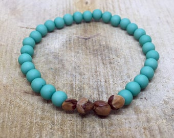 Sea green bracelet with wooden beads nature