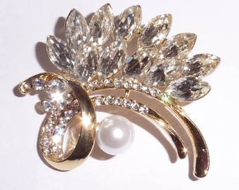 Brooch Rhinestone and Faux Pearl Gold Plated