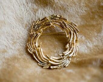 Vintage Circle Wreath Brooch // Lapel Pin