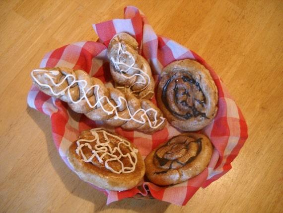 Fake primitive cinnamon buns cinnamon centerpiece kitchen for Artificial bread decoration