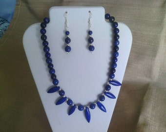 314 Gorgeous Magnesite Turquoise Dyed Lapis Blue and Natural Lapis Beads Beaded Fan Focal Necklace