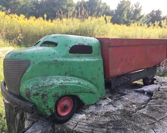 1930s Wyandotte Red/Green Dump Truck