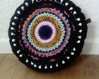 Round cushion weaving and PomPoms