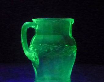 Pretty glass pitcher VASELINE