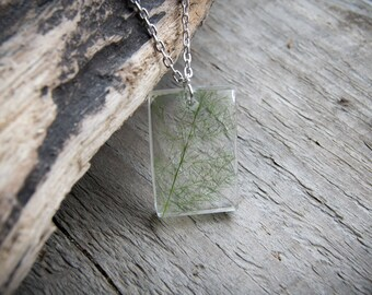 Pendant with inclusion of Asparagus