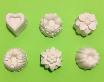 set of 6 chalks with flowers and heart