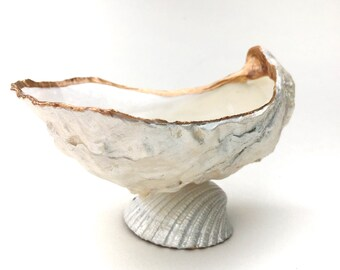 Oyster Shell Ring Dish, Oyster Shell Decor, Seashell Ring Holder, Beach Decor, Seashell Decor, Coastal Decor, Gift for Her, Beach Bedroom
