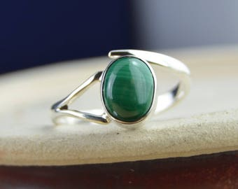 Oval malachite and sterling silver ring size 9
