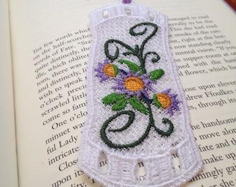 Freestandimg lace bookmark (purple flowers)