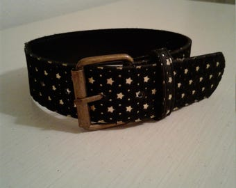 Gold star patterned collar