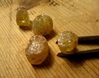 Raw Topaz (4 pieces approx. 1.5 cm)