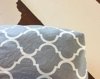 grey/white fitted crib sheet