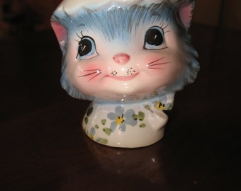 Lefton Miss Priss salt 1950 Kitty salt shaker, salt and pepper table.