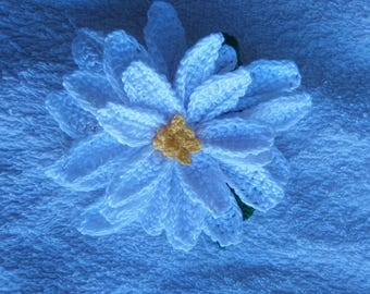 Flower brooches in crochet