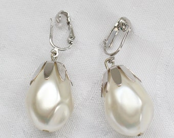 Sarah Coventry Vintage Silver Tone and Pearl Bead Dangle Clip On Earrings Very Large BNE # 114