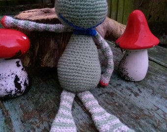 Frederic the Frog crochet pattern