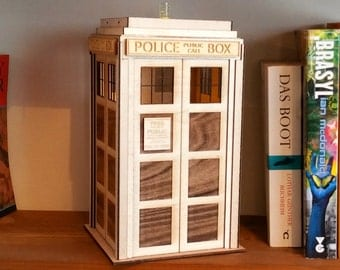 1:10 Scale Wooden TARDIS light for Dr Who fans