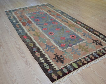Turkish kilim rug. Vintage kilim. Kilim rug. Turkish carpet. Free shipping. 5.7 x 3.1 feet.
