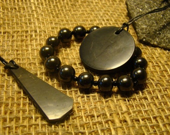 Shungite bracelet set with an elastic band and 2 pendant from Karelia.