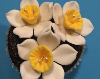 40 Daffodil Edible Cake or Cupcake Toppers - CHOICE of COLOR COMBINATION