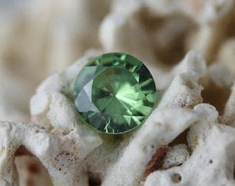 Demantoid garnet 0,5 carat- natural gemstone- andradite