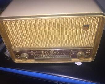 Lovely c1953-4 original Philips Bakelite valve radio in full working order
