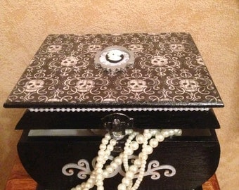 Stunning beautiful skull box
