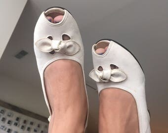 NEW OLD STOCK/deadstock 1940's white suede bow front sling backs