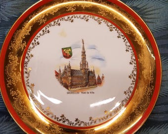 Collectible Hotel Bruxxels gold trimmed plate (1976)