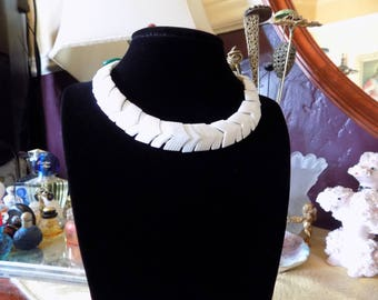 Great 50's white plastic link necklace
