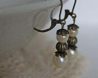 Fine pearl earrings, playful earrings with pearls, elegant earrings