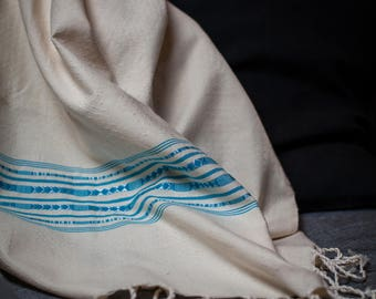 Fouta finely embroidered